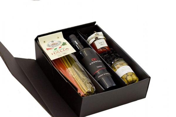 Geschenkset Rotwein aus Sizilien mit Pasta, Sugo und Oliven